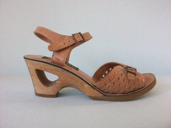 Wedge Peep Toe Sandals ... 90's does 70's Strappy Wooden Platform Clogs ... 6 36