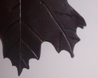 Maple leaf sculpture, ironwork ornament