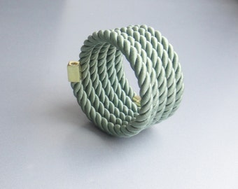 Rope bracelet green with memory wire