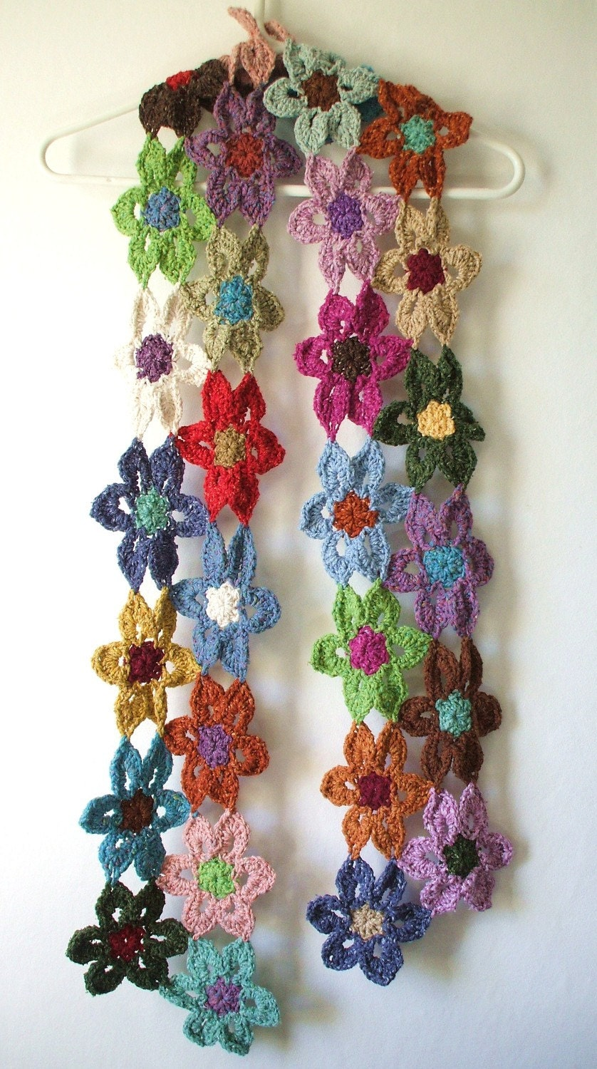Crochet flower scarf by Yarnhappiness on Etsy Crochet Flower Scarves