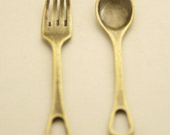 10 pcs. Antique Brass Vintage Fork Spoon Charms Pendants Findings 11x50 mm. Wa Br 1150 354