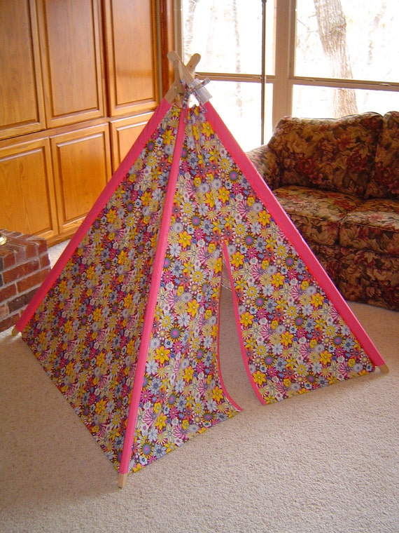 Child's Play Teepee - Wooden poles - Retro Wildflowers with Hot Pink (Free Shipping)