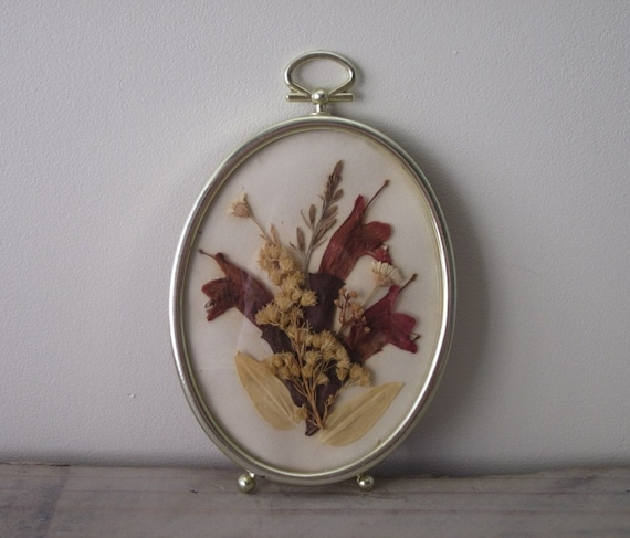 Small Oval Gold Framed Dried Flowers Wall Hanging