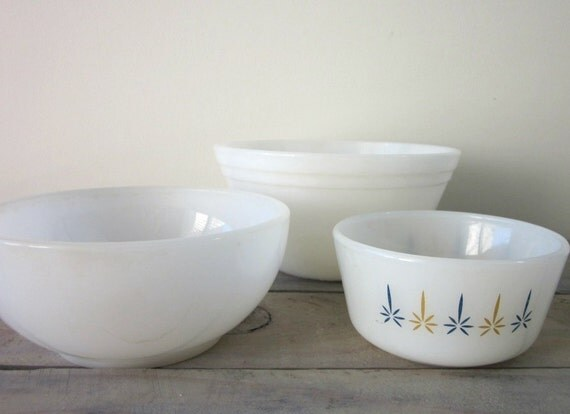 Set of 3 Milk Glass Fire King Mixing Bowls - Instant Collection