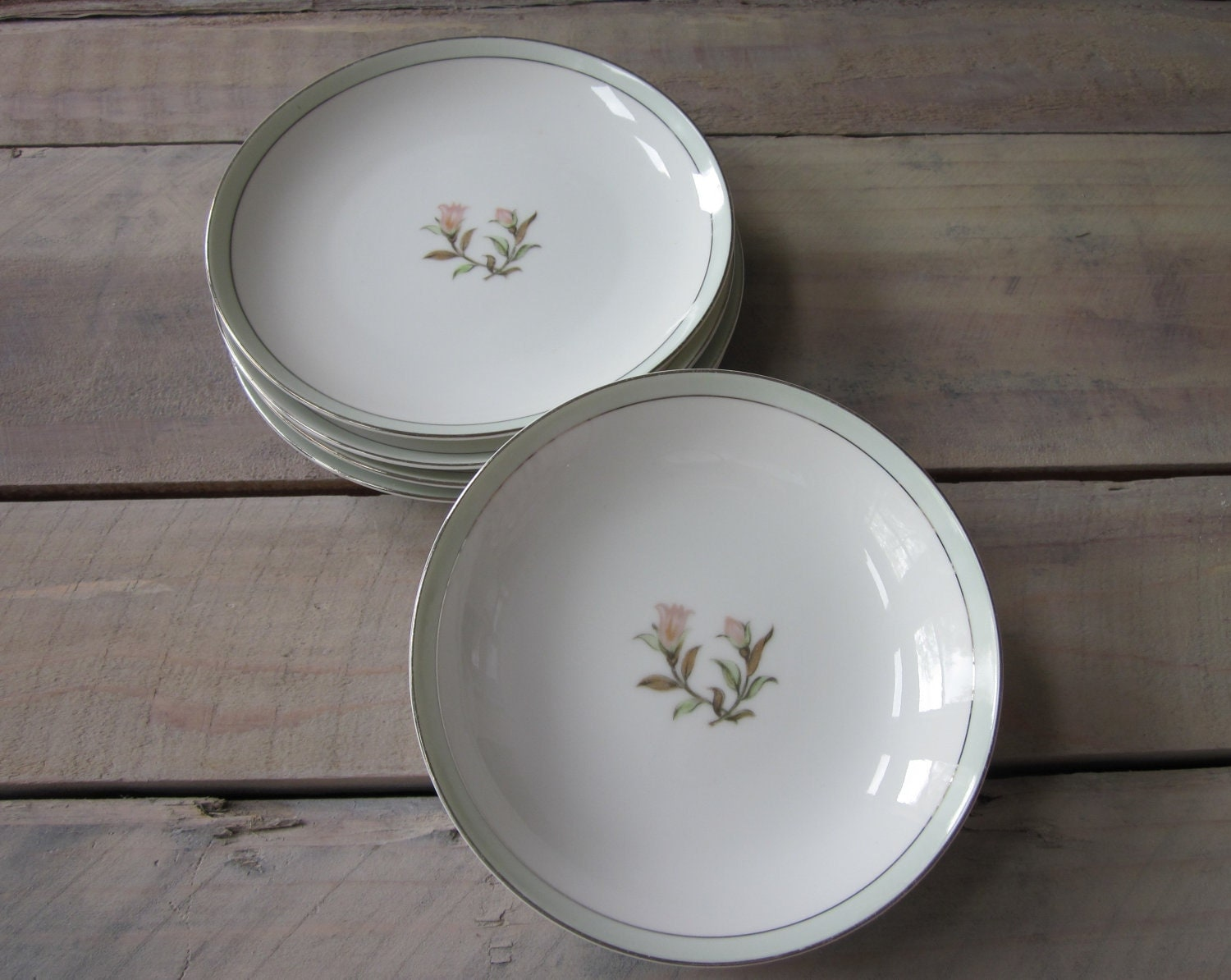 shabby chic china dishes 4 dessert plates and 2 bowls. Black Bedroom Furniture Sets. Home Design Ideas