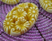 Vintage Daisies Yellow and White Cabochon Oval Floral 6 pcs