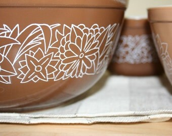 Set of three Pyrex nesting bowls in Woodland pattern. Brown, mocha, mixing, three, floral.