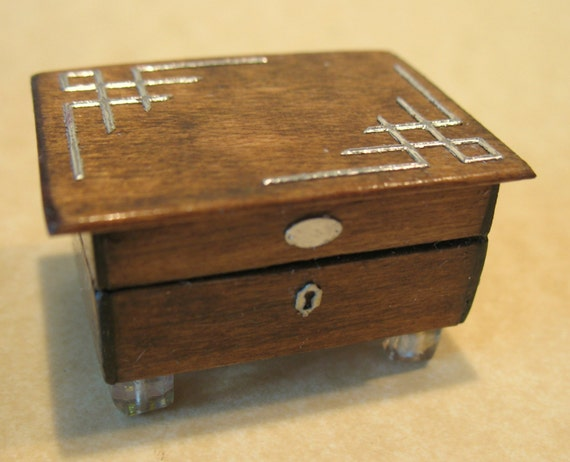 January sale.Gentleman's dressing box.Excuisite details.