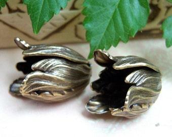 2 - Large antique brass tulip flower bead caps - TW294