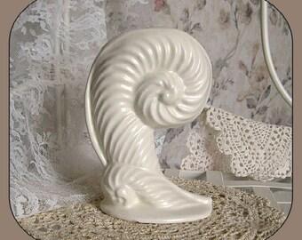 Shell Vase Bud Vase Ceramic Vase White Vase Haeger Pottery Vase Decor Collectible Vase Small Vase Shabby Chic Decorative Cottage Chic Beach