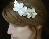 Bridal Hair Comb, Flowers Hair comb, wedding hair accessories - pearl gold, creme and ivory color flowers and pearl