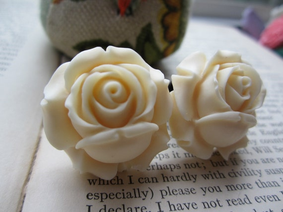 Gauges-Plugs- One Inch Cream Roses- Pick Your size-Fits Up To 1 Inch Plugs