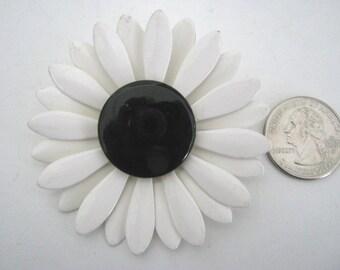 Brooch, enamel, vintage, 1960s,  white daisy, black center