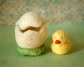 Needle felted animal, Felted Easter Egg with Little Chicken, Waldorf toy, Spring Nature table, Easter Decoration, Ready to ship