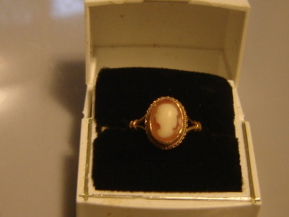 18K CAMEO SILHOUETTE RING 750 gold mark