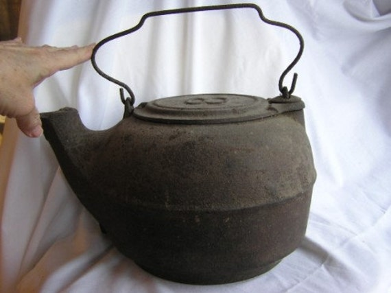 Antique Primitive Black Cast Iron Number 8 Fireplace Kettle Tea Coffee Pot Early 1900's Original