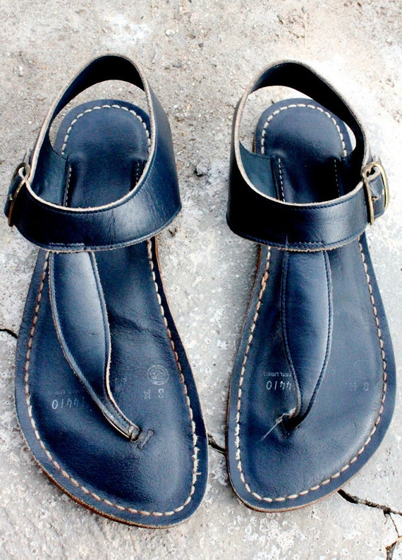 70 S Navy Leather Thong Sandals Sz 8m