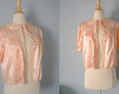1930s rayon boudoir jacket / 30s crepe de Chine bed jacket / Frosted Pink