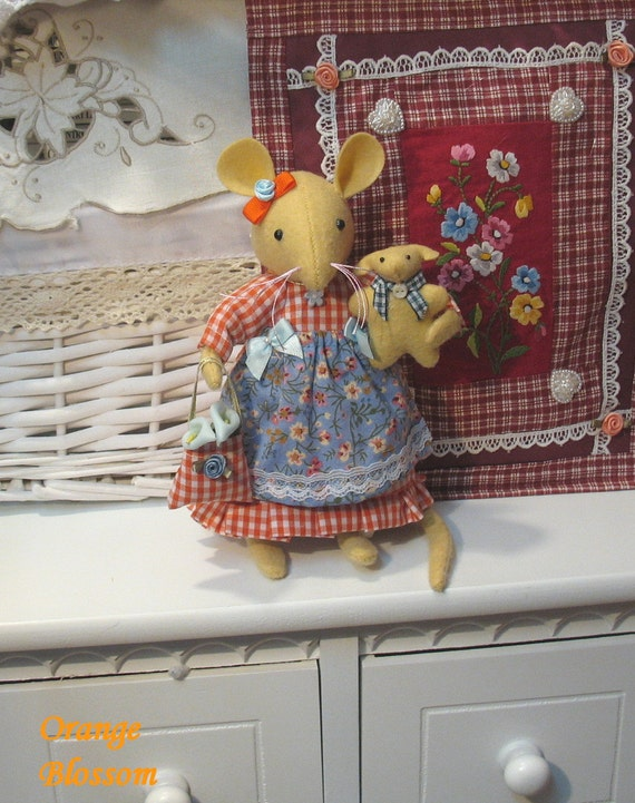 ORANGE BLOSSOM    A darling little mouse...Very sweet indeed....Gorgeous  as well