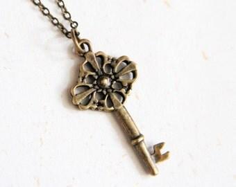 Lock it up - Vintage Brass Color Key Necklace (N173)