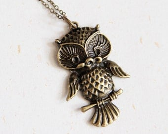 Vintage Look Owl Necklace - Vintage brass color (N176)