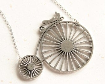 Ride Green - Large bicycle necklace (N180) in vintage silver color