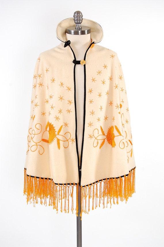Vintage 60s cream Mexican embroidered cape / Fringe / Bohemian dream