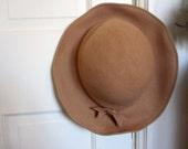 Vintage 1950's Felt Hat // Camel