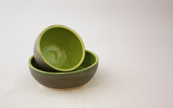 Small Nesting Bowls in Graphite Gray and Apple Green by Nstarstudio