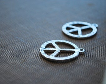 8 pieces Antique Silver Metal Peace Sign Charms - 23mm - Lead Free