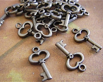 10 - Antique bronze heart - Key Charm (ABHKC)