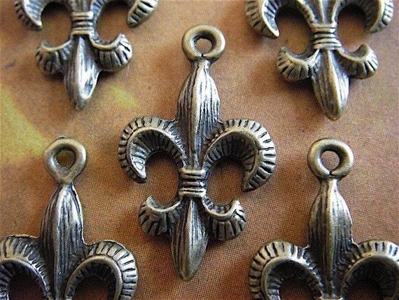 5 - Antique Bronze  - Fleur-de-lis Pendant (ABFDL)