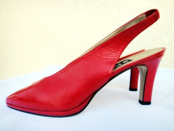 Fire Engine Red Heels . Proxy . Slingback shoes . Vintage Size 8