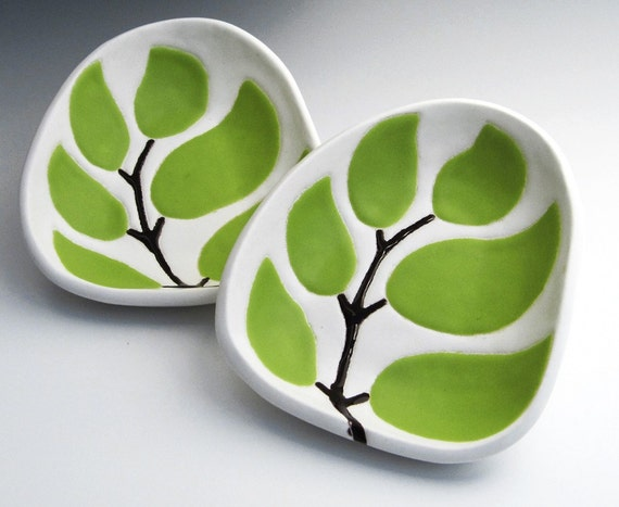 Dipping dish - leaves in chartreuse