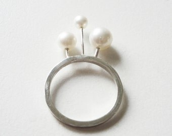 sterling silver ring with 3 differect dimension fresh water pearls