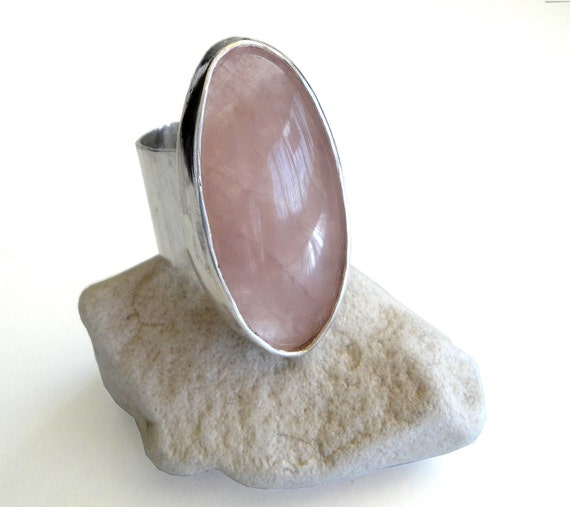 statement silver stone ring, light pale pink oval quartz big stone ring, gemstone ring, natural quartz stone ring,oval stone ring