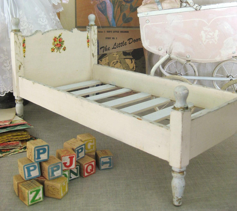 Vintage Doll Beds 103