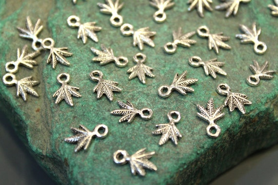 whole shop now with prices 50% off - 60 pcs - Antique Silver - Cannabis Leaf Charm Pendant Beads - 8mm x12mm