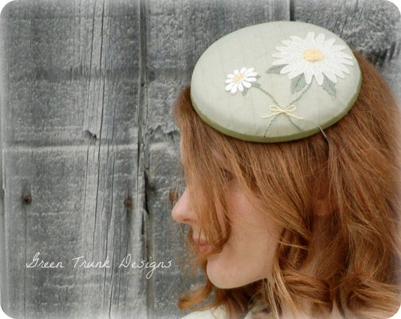 SALE- Daisy Fascinator Hat Tea Party Pillbox Hat Cocktail Hat