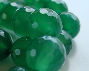 Onyx Beads 8mm Emerald Green Faceted Rounds - 8 Pieces