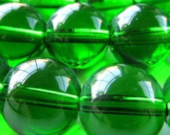 Glass Beads 12mm Kelly Green Smooth Round Balls - 8 Pieces