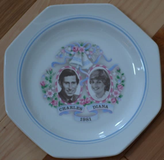 Vintage Prince Charles and Lady Diana Collectible Souvenir Royal Wedding Plate 1981
