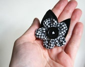 black and white brooch - minimalist flower - fabric flower button cotton modern floreal
