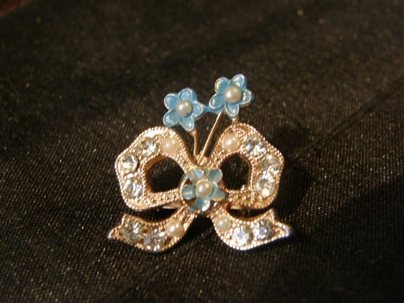 Vintage goldtone brooch - bow with flowers