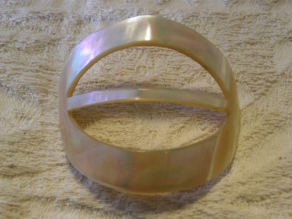 Vintage mother of pearl hair accessory