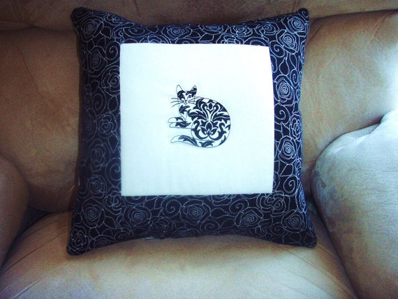 Pillow Cover Damask Cats 2 in White and Black
