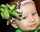 FREE SHIPPING... Boutique Style Giraffe Print Bow and Sage Geen Bow Set...plus FREE headband