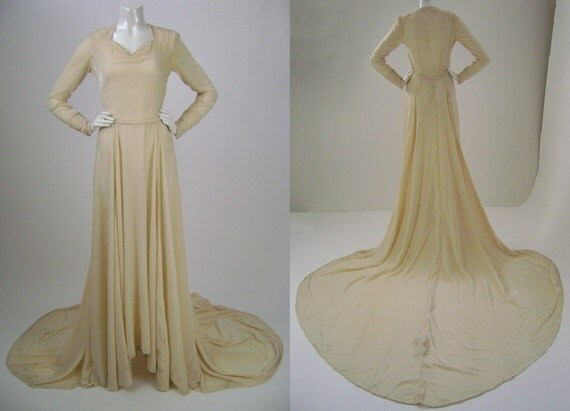 Wedding dress /1940s /  Wedding Gown  / Ivory Rayon Velvet / Long Sleeve Gown / Full Train / Small B34 W24 As Is