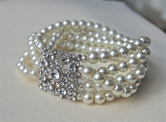 Petite Bridal Brooch Bracelet