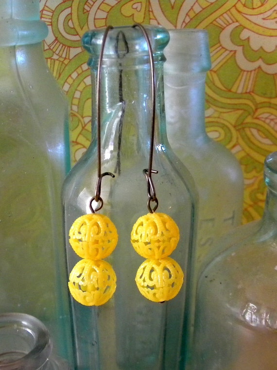 Honey Comb Earrings - as seen on The Pioneer Woman. Yellow filigree beads.  Antiqued Brass Kidney Wire.